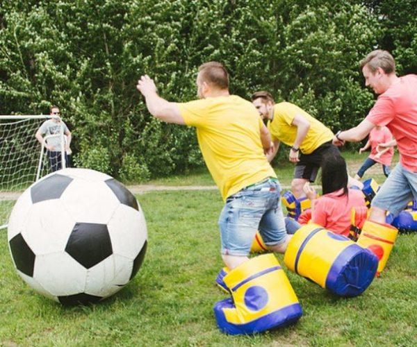 Polterabend stor fodbold med fedtmulesko