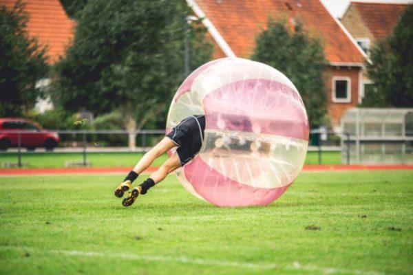 Væltet i bumper ball - sjovt event for både tilskuere og deltagere
