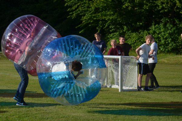 Garanteret sjovt med bumper balls
