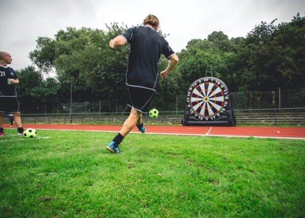 Fodbold spark til dart skive