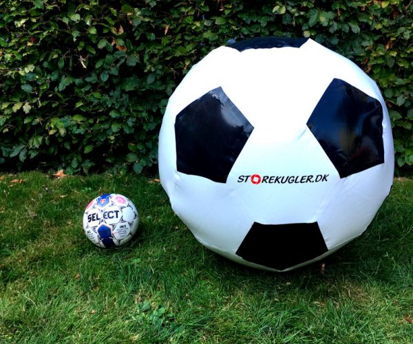 Kæmpe oppustelig fodbold udlejning